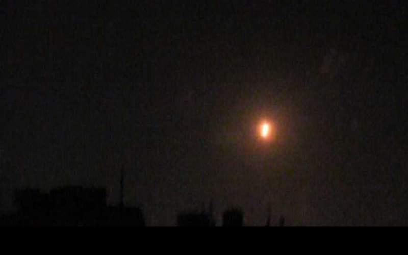 سوريا: دفاعاتنا الجوية تتصدى لعدوان إسرائيلي على منطقة القصير بريف حمص وتسقط معظم الصواريخ المعادية (فيديو)