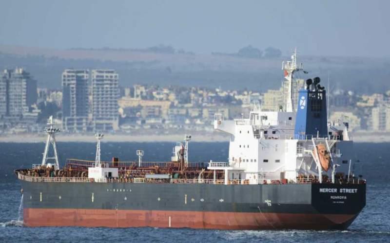 مهاجمة سفينة مرتبطة بالملياردير الإسرائيلي قبالة سلطنة عمان ، وقتل 2