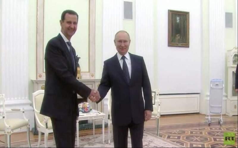 لحظة استقبال الرئيس الروسي فلاديمير بوتين للرئيس السوري بشار الأسد في الكرملين (فيديو)