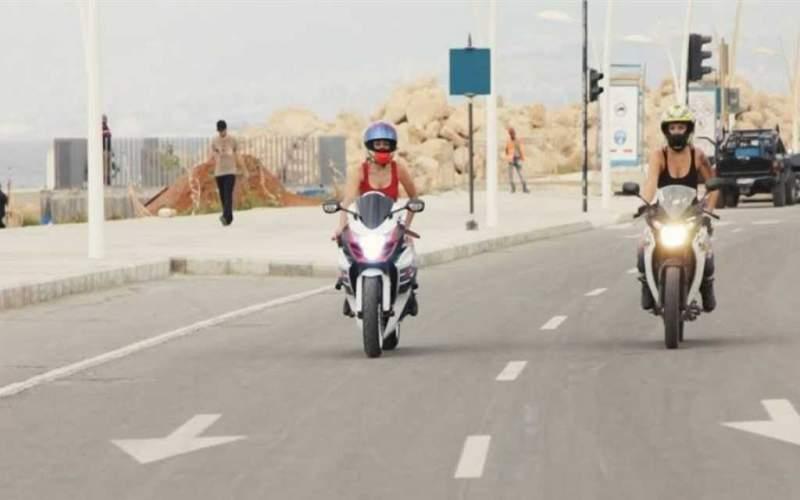 سيدات لبنان يلجأن إلى الدراجات النارية لحل أزمة النقل