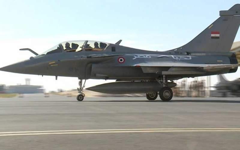 مصر وفرنسا توقعان عقداً لشراء 30 مقاتلة