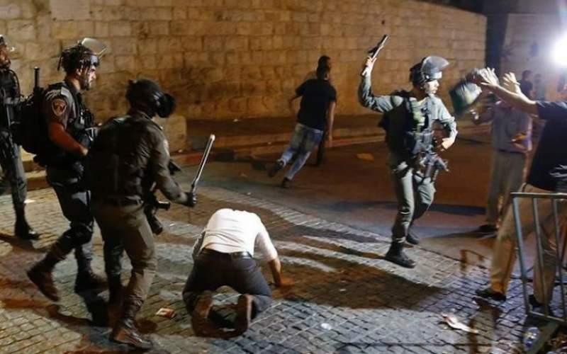 الاحتلال يعتدي على المصلين قرب باب الأسباط بالقدس