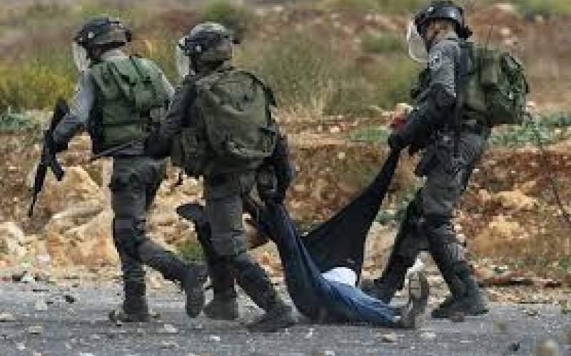شهيد فلسطيني بأعقاب بنادق جنود العدو في رام الله