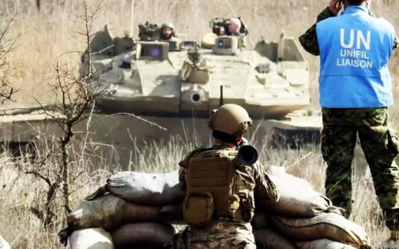 جندي لبناني يشهر قذيفة b7 بوجه دبابة إسرائيلية عند الحدود